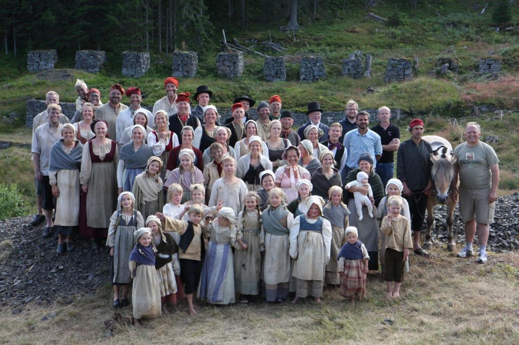 50 skuespillere og musikere takker for i år og ønsker velkommen tilbake i 2014.